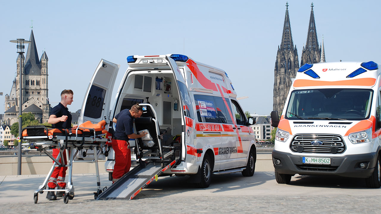 Foto Krankenwagen am Rhein offen Trage Stuhl